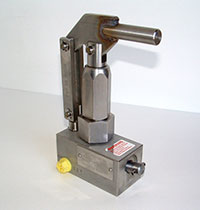 Stainless Steel Hand Pumps from TR Engineering Inc. - Click the image to see enlarged stainless steel hand pump image.